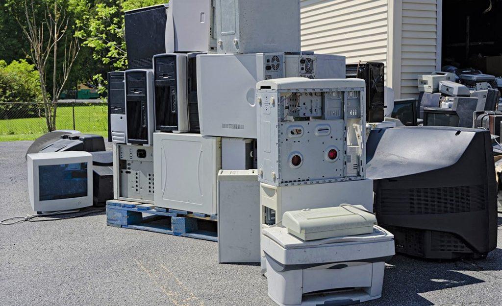 grafika przedstawiająca odpady elektrośmieci
